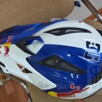 Шлем. Шлем Red Bull-2